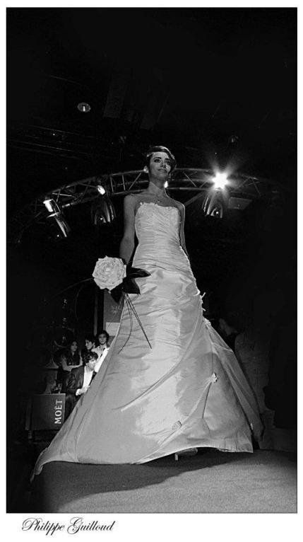 Bouquet de mariée (Rose reconstituée créée par le magasin )