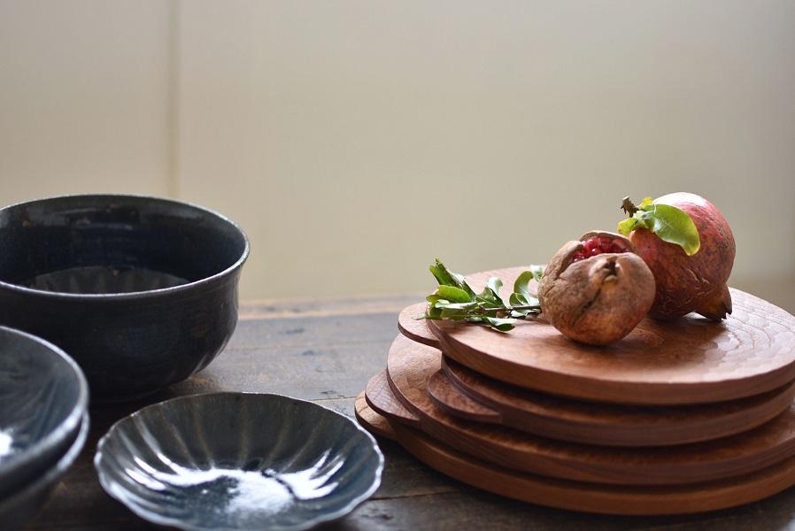 木のプレート 食卓にもインテリアにも使い方いろいろ