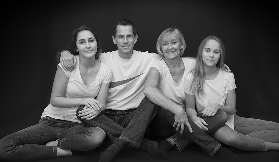 Familienfotos mit allen zusammen genießen mit Spaß