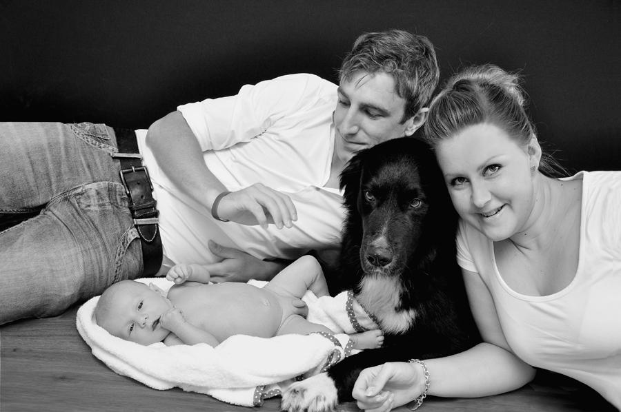 Fotografie der Familie mit Haustier
