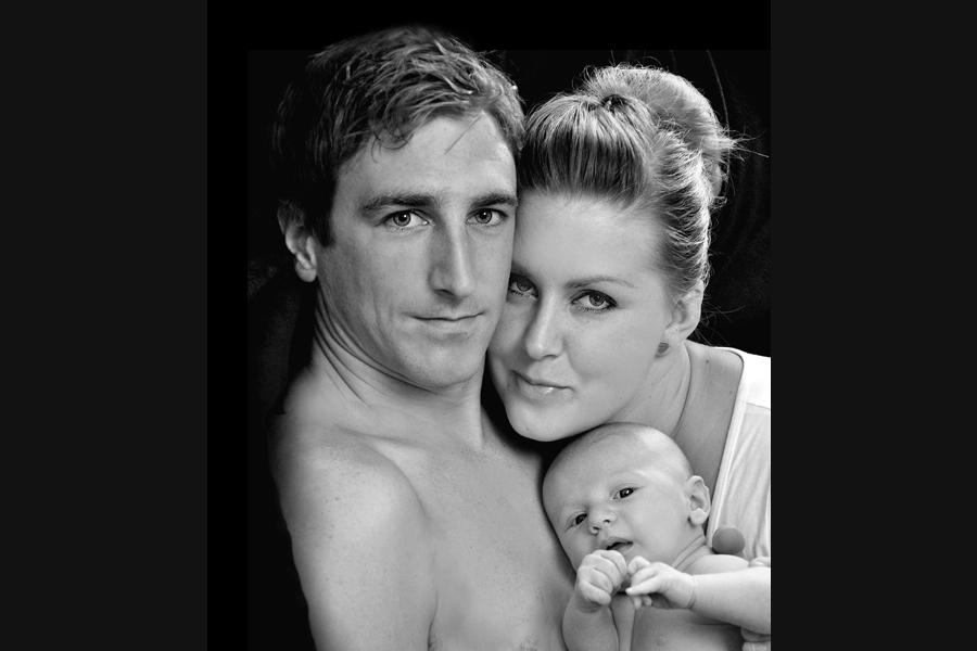 Familienfotografie mit allen zusammen und dem Baby