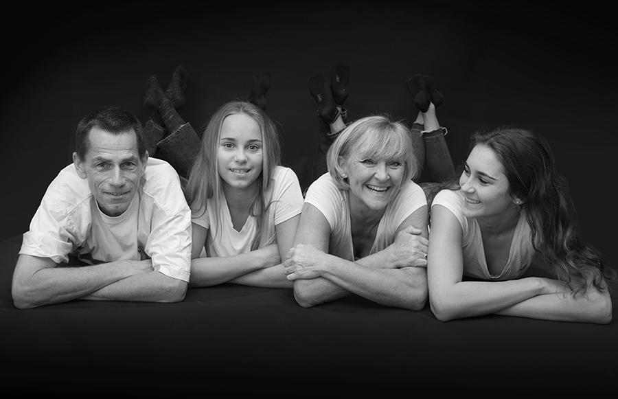 Familienfotografie mit allen zusammen auf einem Bild