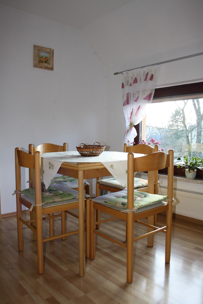 Ess-/ Sitzgruppe in der Küche mit Panoramablick