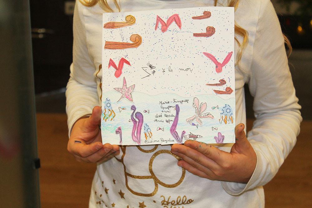 """Présentation officielle par une jeune fille, du livre imaginaire : """"Zip à la mer"""" !"""