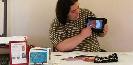 Présentation sur tablette des livres numériques gratuits de Majuscrit à Dompierre-sur-Besbre en 2016
