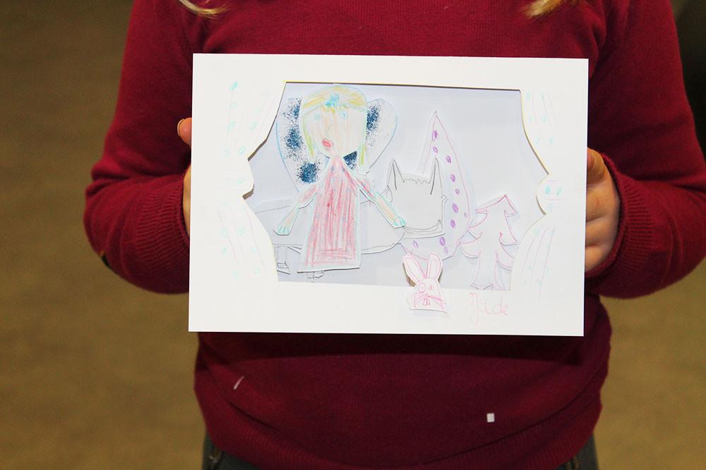 """Jade imagine une carte avec la fée June, petite amie de Zip le lutin dans le 3ème album de la trilogie fantastique : """"Zip le lutin à la fête du printemps."""