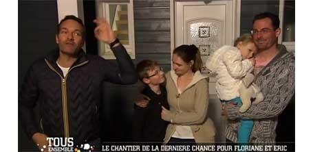 Une famille heureuse de la nouvelle décoration de sa maison, sur le site de l'illustratrice Cloé Perrotin