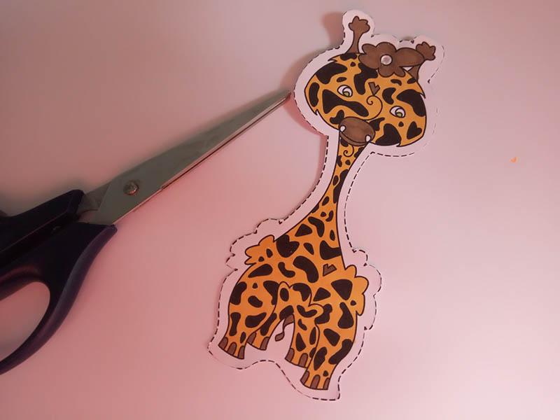 Découper le personnage de la girafe