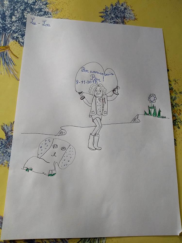 Lee Lou réalise le tuto du dessin du Téléthon pour une carte d'anniversaire pour son oncle