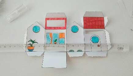 Pliage de la Box façon Tiny house d'après le DIY papercraft pas à pas de l'illustratrice Cloé Perrotin