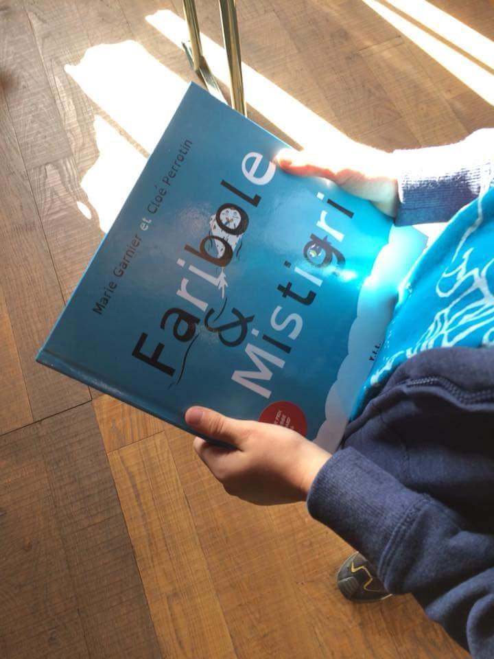 Jeune lecteur venant de rencontrer Marie Garnier