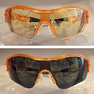 「NXTレンズ」の調光レンズを使えば素早く色が変化します