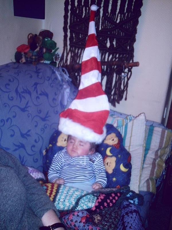 Eine größere Weihnachtsmütze konnte Mama nicht finden.