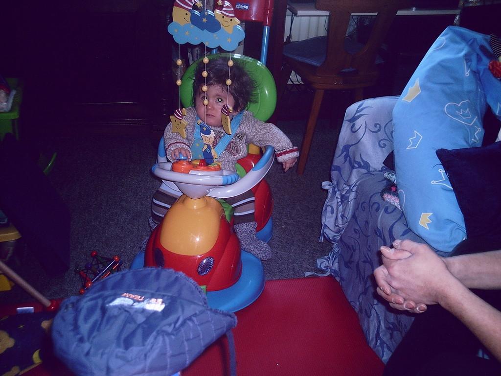 Fynnys erster Geburtstag. Klasse Geschenk von Papa.