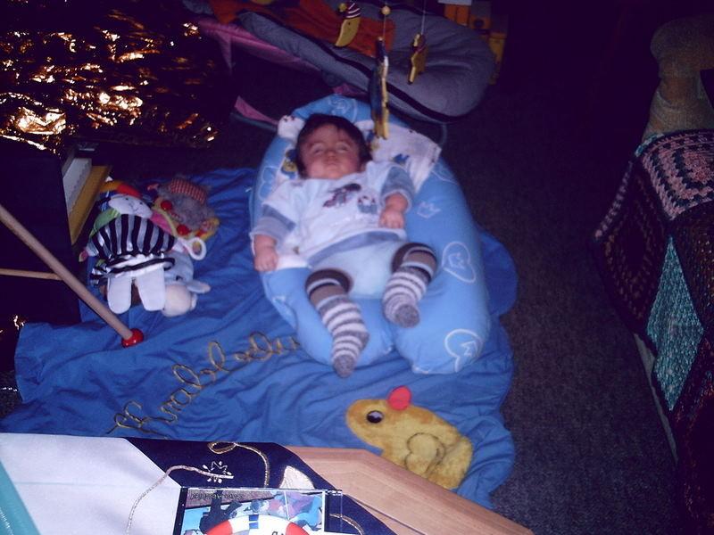 Auf dem Stillkissen schlafen ist auch ganz nett.