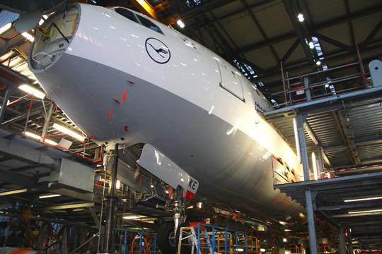 Lufthansa Technik, D Check. Foto: Helge Stroemer