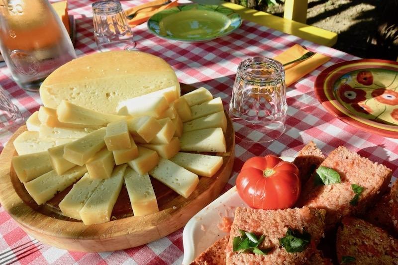 Casafredda bruschetta e pecorino