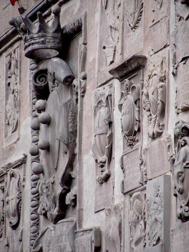 heraldic shields, Palazzo Pretorio, Arezzo, tourism, Toscana, Tuscany
