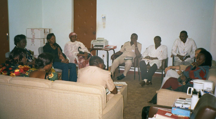 "Meeting with a team of experts in a hospital in Niamey who treat ""fistuleuses"" (Photo: A. Rüegg)"