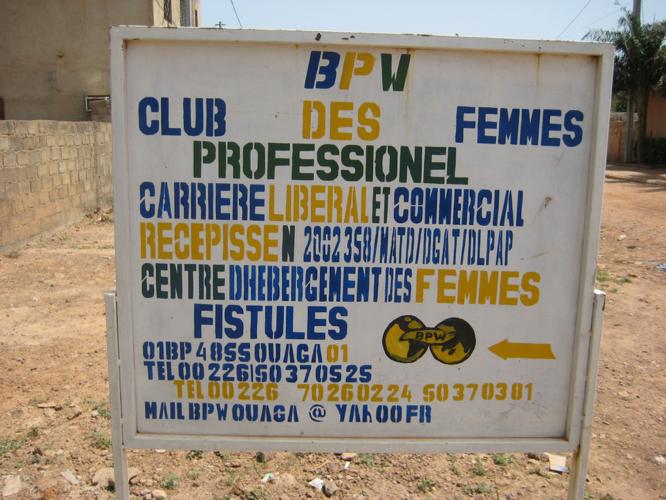 """Centre d'hebergement des Femmes Fistules"" in Ouagadougou (Photo: A. Rüegg)"