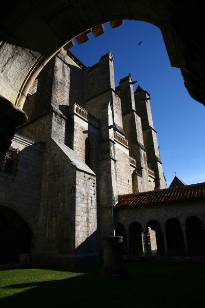 Les contreforts de la cathédrale Sainte-Marie de Saint-Bertrand-de-Comminges, Haute-Garonne, Pyrénées, tourisme