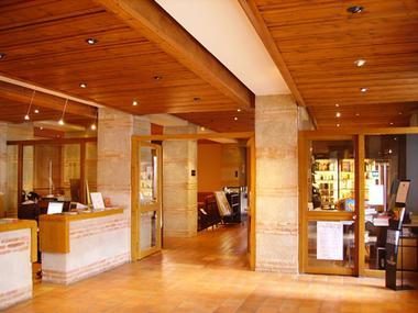 Accueil et librairie des Olivétains, comité départemental du tourisme de Haute-Garonne à Saint-Bertrand-de-Comminges