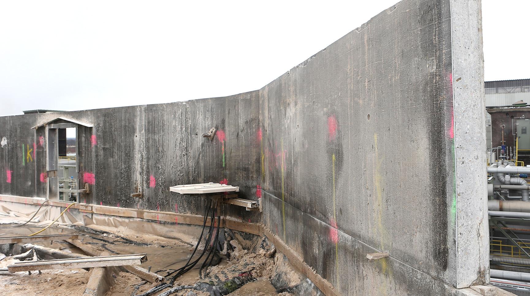 Abbruch Kühlturm: Die Wandsäge im Einsatz