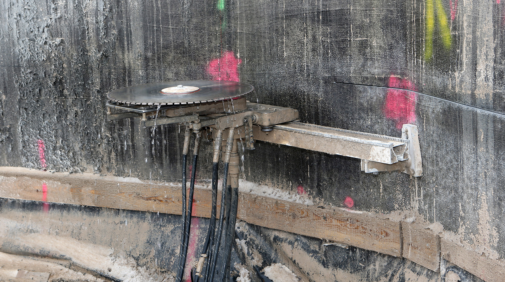 Abbruch Kühlturm: Die Wandsäge wird vorbereitet