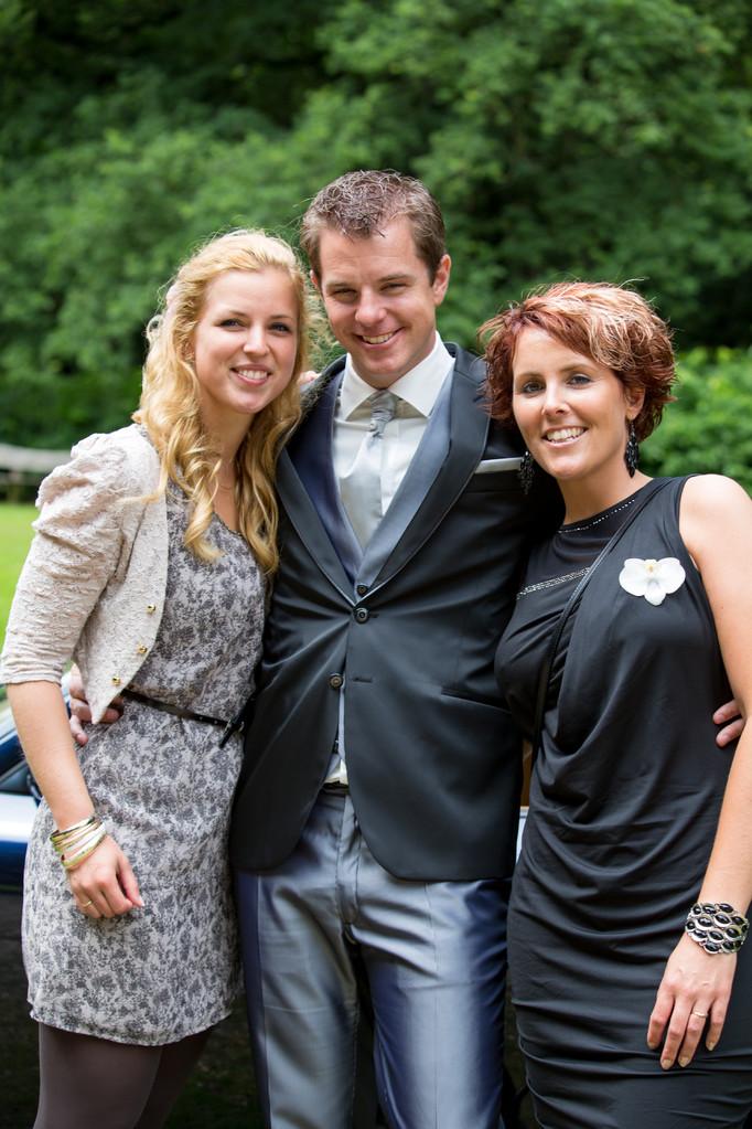 Foto's zorgen ervoor dat je deze mooie dag elke keer opnieuw kunt beleven. Op zoek naar een fotograaf in Oosterhout voor trouwen, bruiloft, huwelijk ? modern, klassiek of journalistiek fotoreportage bij bsafoto.com
