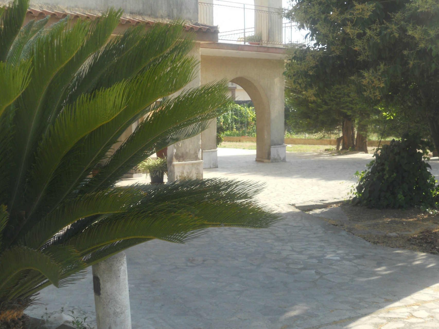 Gezicht van de portiek van de villa.