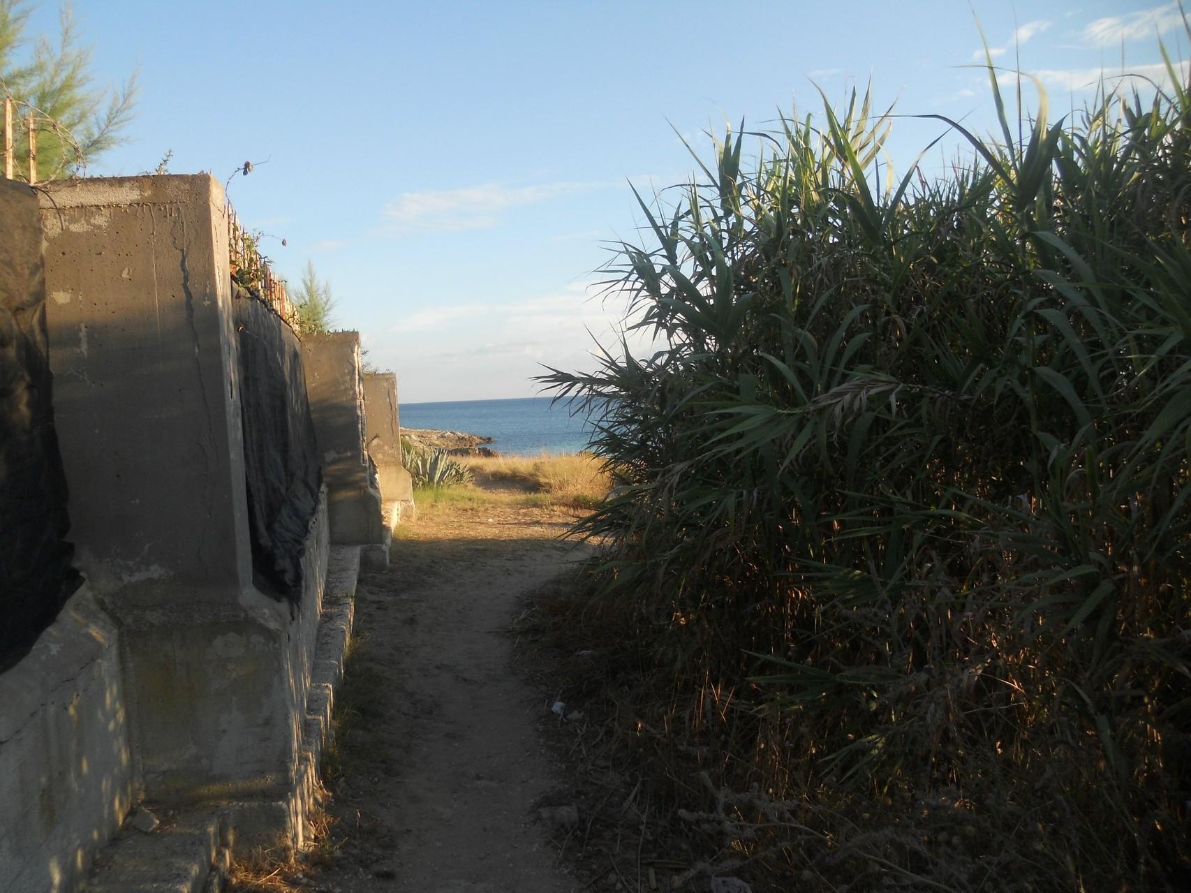 Straatje naar het strand op 1 km afstand.