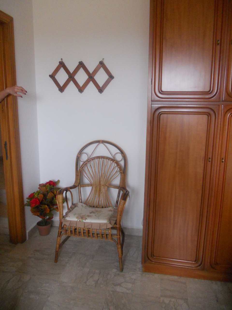 Angolo sinistro della camera da letto matrimoniale.