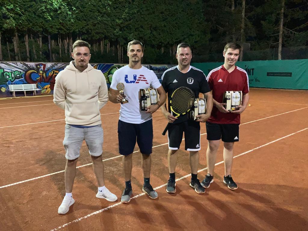 Lukas Lohner krönt sich zum besten Tennisspieler unter den Fußballern 2021