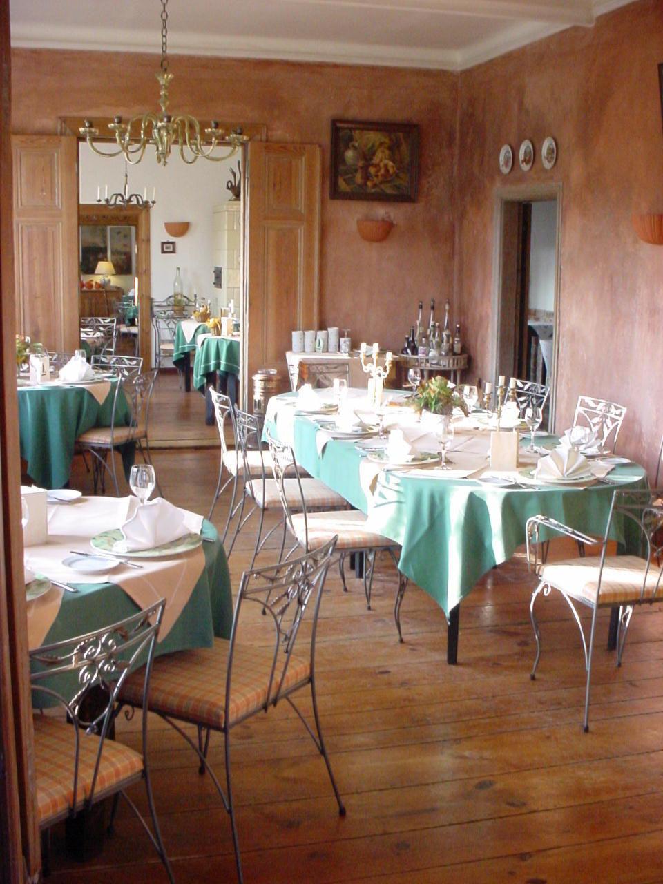 Zum Bankett eingedeckt oder Speisesaal für Gruppen - Hotel Alte Försterei Kloster Zinna