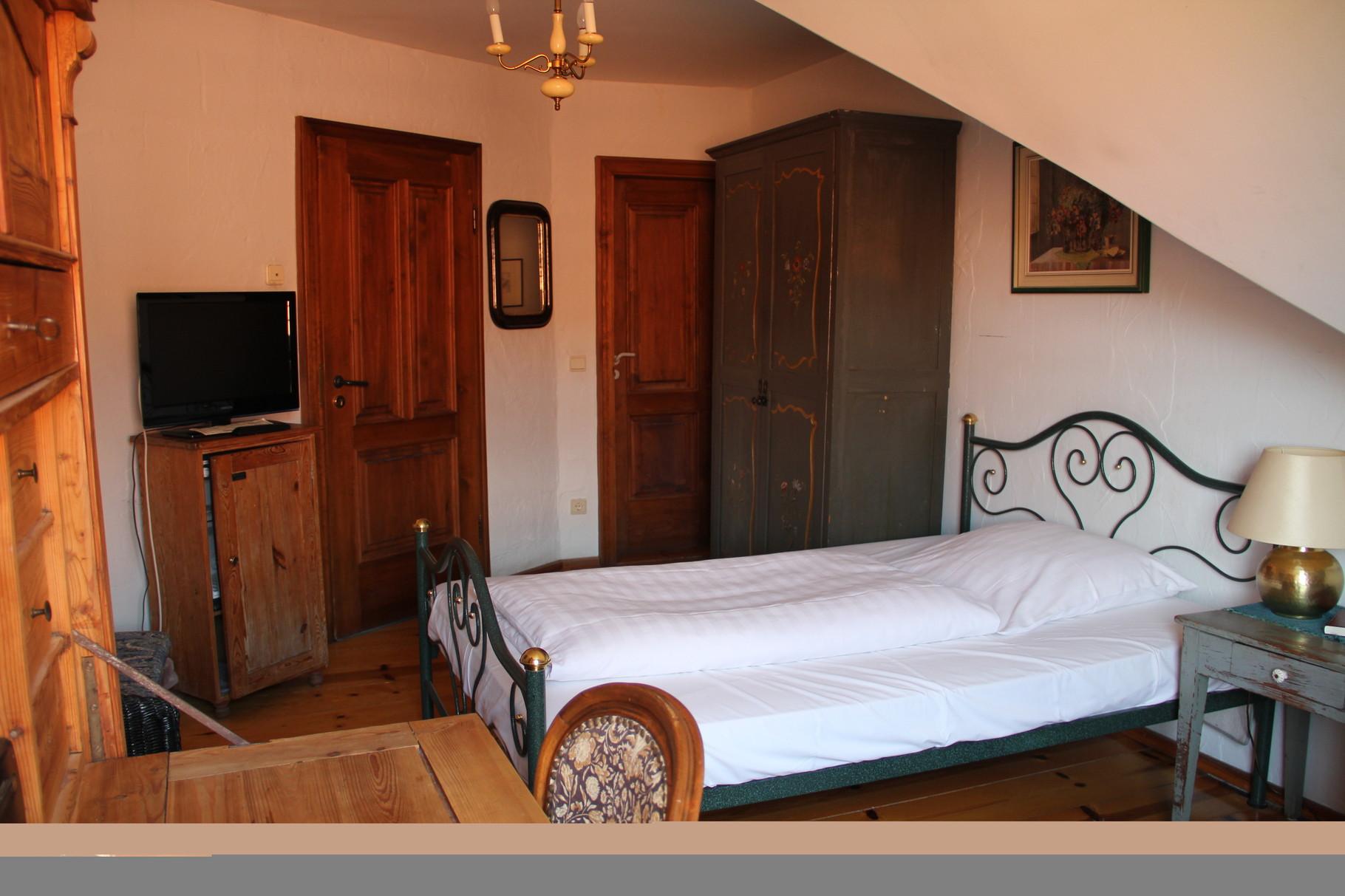 """Kuschlig für zwei oder großzügig für einen:  Zimmer mit""""King-Size-Bett"""""""