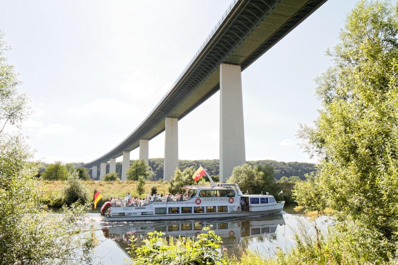"""Mintarder Ruhrtalbrücke (7-32875)"" - RuhrtalRadweg - Copyright by Franz Walter"