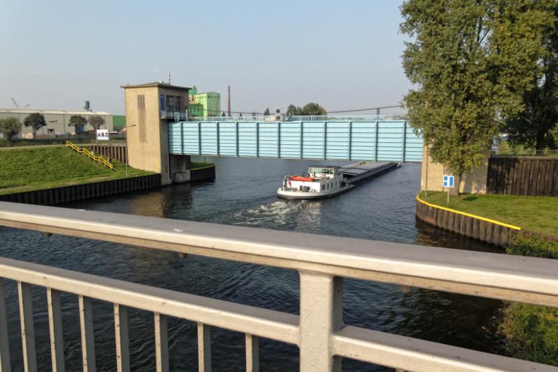 """RuhrtalRadweg in Duisburg (16-35582)"" - Copyright by Franz Walter"