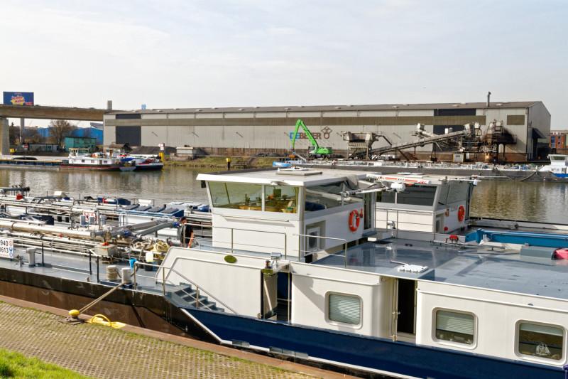 """""""Hafen Duisburg  (7-44412)"""" - RuhrtalRadweg  - Copyright by Franz Walter"""