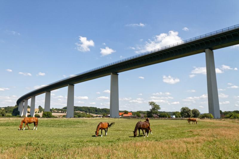"""Mintarder Ruhrtalbrücke (7-32705)"" - RuhrtalRadweg - Copyright by Franz Walter"