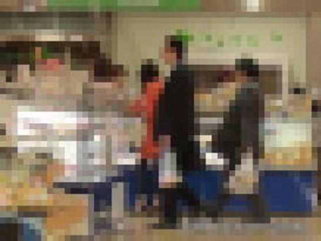 20:06 同ビル1階、食品売り場を物色。