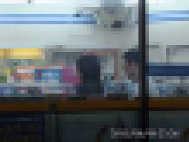 23:23 コンンビニ「ミニストップ●●●町店」へ入店。酒売場、コスメコーナーを物色。