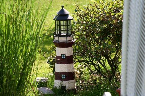 Der kleine Leuchtturm weist den Weg in die Nautic Ecke