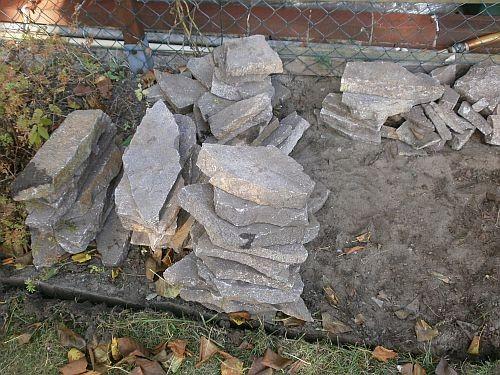 Die Natursteinplatten stammen aus einem Garten in Motzen/Brandenburg
