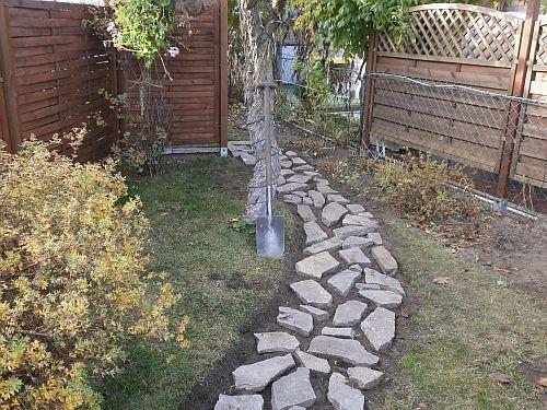 Die Natursteinplatten wurden probeweise verlegt
