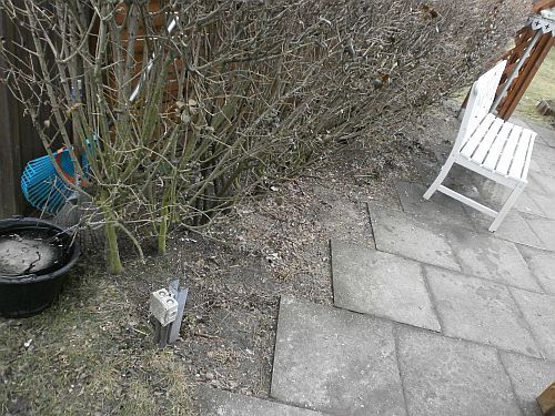 Und unser rechter Seitenstreifen der Terrasse sah bislang nicht so besonders aus