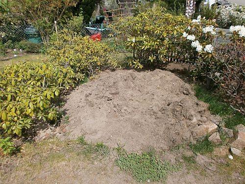 Wir lagerten dann dort Sand und Erde zum weiterverarbeiten ...