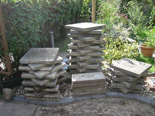 Diese Steinplatten mussten verlegt werden