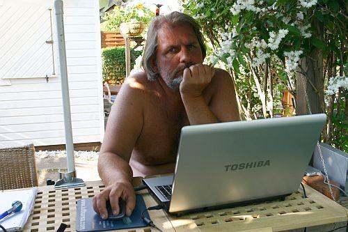 Im Sommer dient die Gartenbar tagsüber auch als Internetcafé ...