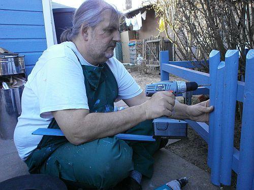 ... anschließend wurden die einzelnen Bohlenbretter mit Messingschrauben befestigt