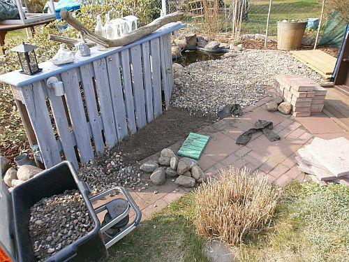 Die Kieselsteine wurden aufgenommen und im ehemaligen Rosengarten weiterverwendet